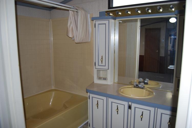 405 stefan-bathroom